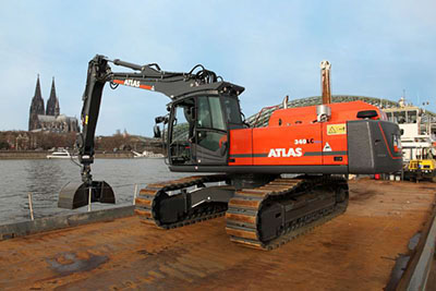 delivered Atlas excavator in front of Cologne Cathedral